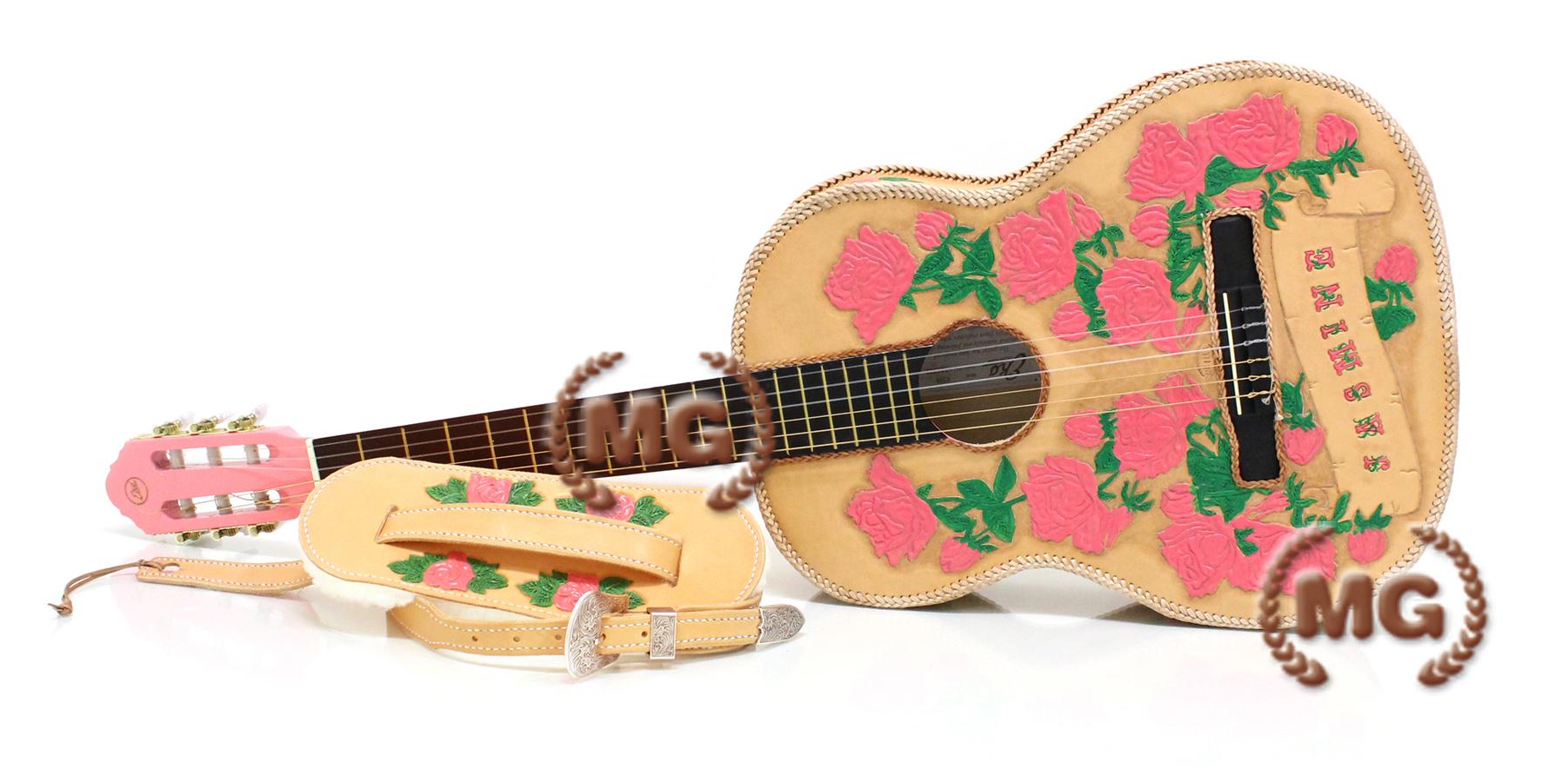 Oggetti in cuoio chitarra classica rivestita in cuoio for Oggetti in cuoio