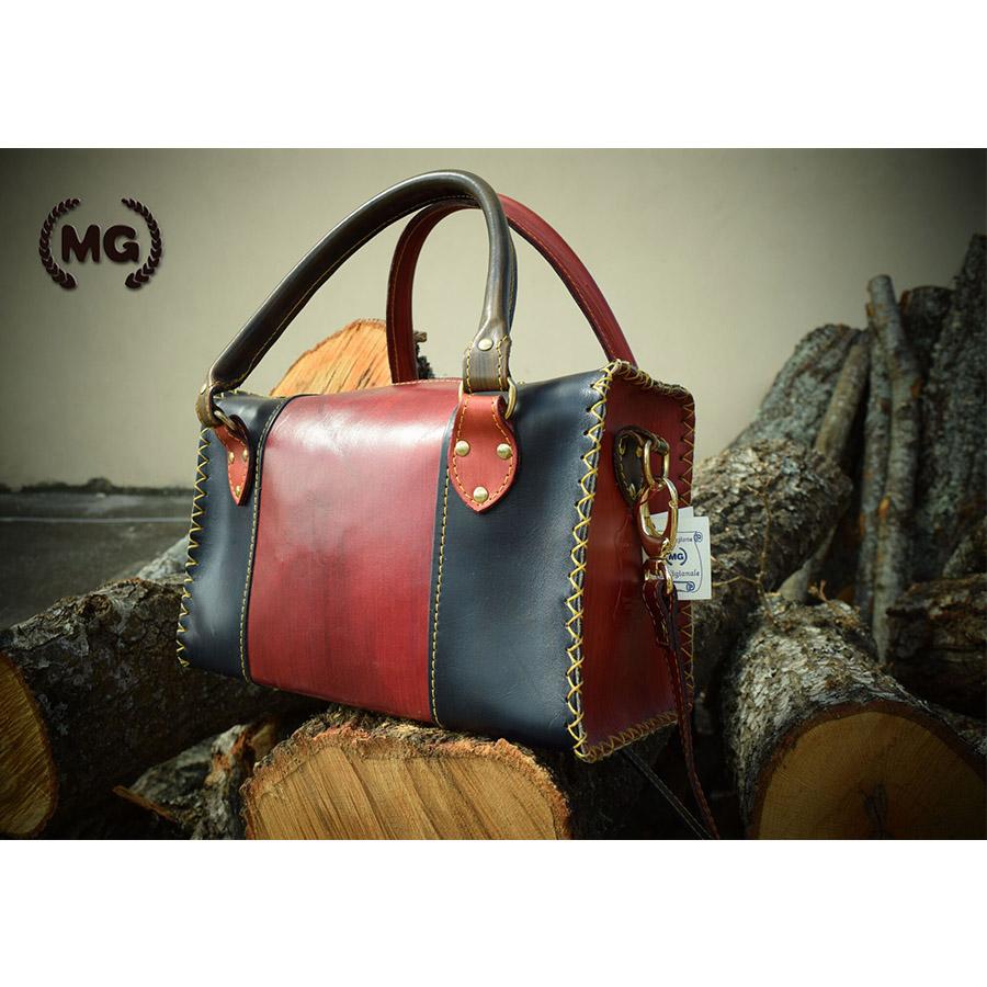 borsa bauletto realizzata a mano in cuoio blu notte e bordeaux - personalizzata
