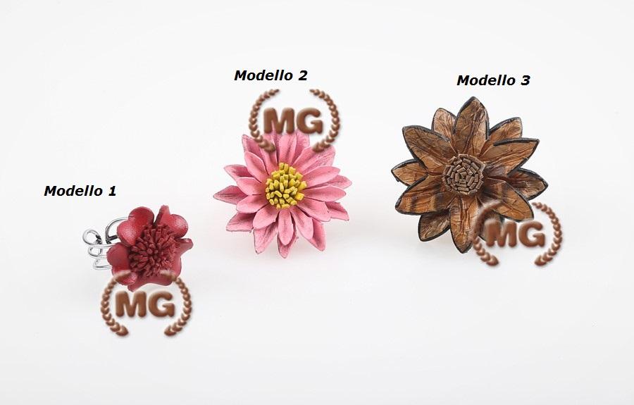 Anelli realizzati in cuoio con fiore ornamentale - modelli disponibili