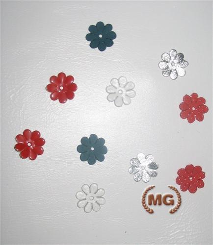 Fiorellini di cuoio per decorazioni for Oggetti in cuoio
