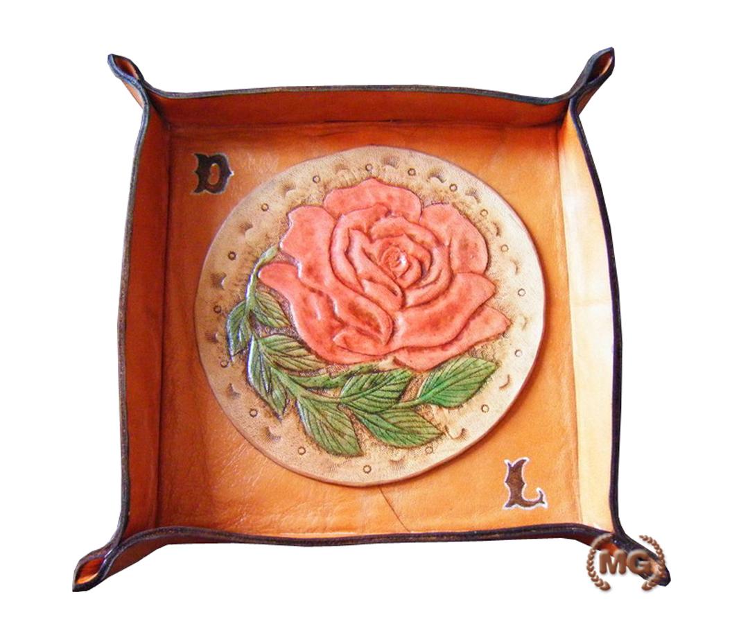 Svuota tasche con decorazioni a rilievo fatte a mano