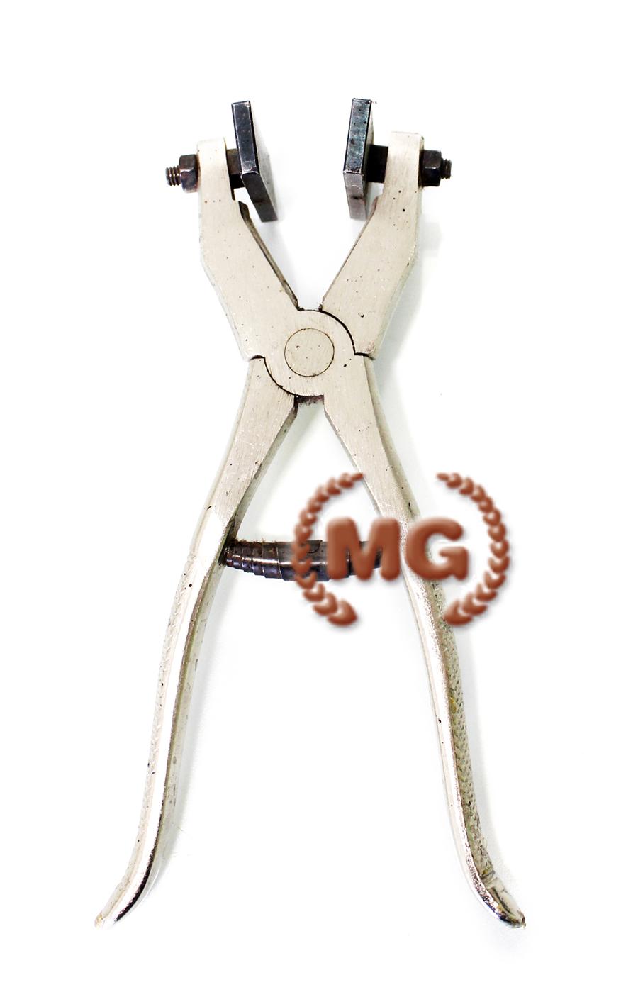 La pressa a pinza è un particolare utensile che permette di chiudere e fissare i fermi delle cerniere, inferiori e superiori